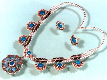 Ojibwe-style squah blossom necklace and matching earrings designed by Zhaawano Giizhik
