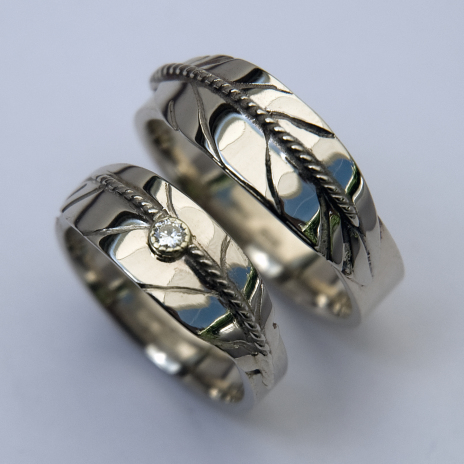 Anama'aawin Giiwedinong white gold eagle feather wedding ring set