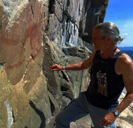 Anishinaabe jeweler and blog writer Zhaawano Giizhik honoring the rock paintings at Agawa Rock, Ontario
